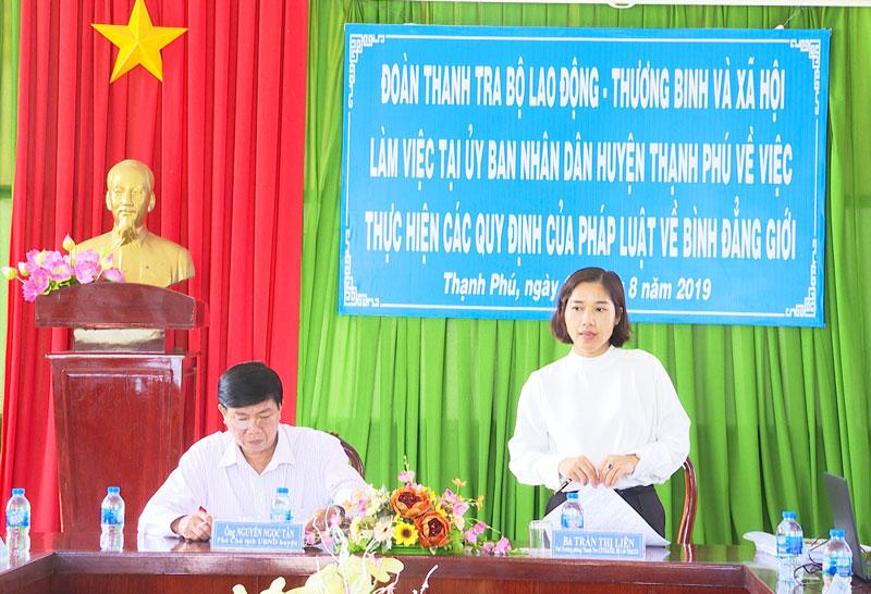 Bà Trần Thị Liên Trưởng đoàn thanh tra phát biểu.