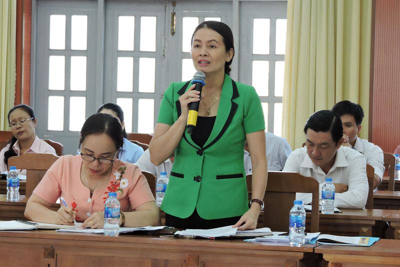 Trưởng ban Tuyên giáo Huyện ủy Châu Thành Võ Thị Phương phát biểu tại buổi tọa đàm giải pháp kéo giảm đơn thư phản ánh, tố cáo.