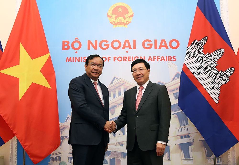 Phó thủ tướng, Bộ trưởng Ngoại giao Phạm Bình Minh và Phó thủ tướng, Bộ trưởng Ngoại giao và Hợp tác quốc tế Campuchia Prak Sokhonn hội đàm tại Hà Nội ngày 27-11-2018.