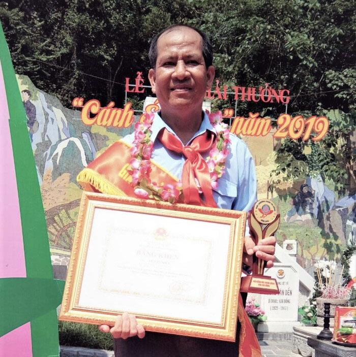 Anh Lê Văn Hiền tại lễ trao giải.