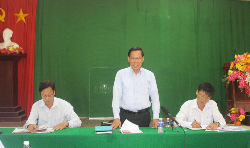 Bí thư Tỉnh ủy Phan Văn Mãi phát biểu tại buổi làm việc với Đảng ủy xã Lộc Thuận