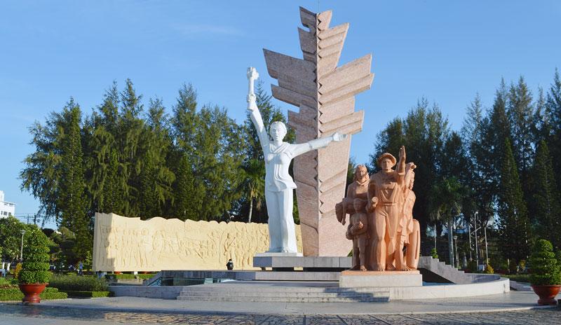 Hình tượng Tượng đài Đồng Khởi sẽ được nghệ thuật hóa trong chương trình nghệ thuật đêm khai mạc.