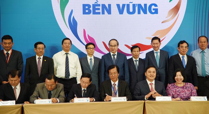 Lãnh đạo ngành du lịch TP. Hồ Chí Minh và 13 tỉnh, thành đồng bằng sông Cửu Long ký kết hợp tác liên kết du lịch.