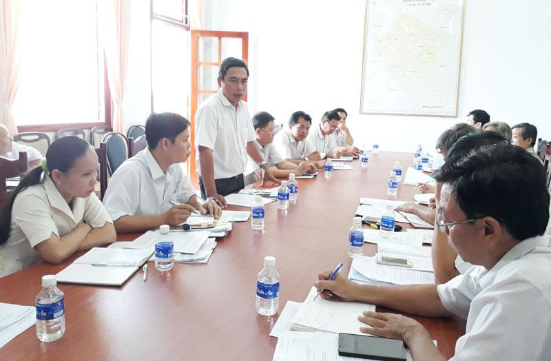 Chủ tịch UBND huyện Nguyễn Văn Bé Sáu phát biểu chỉ đạo tại cuộc họp
