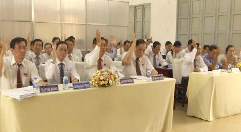 Các đại biểu biểu quyết tại kỳ họp