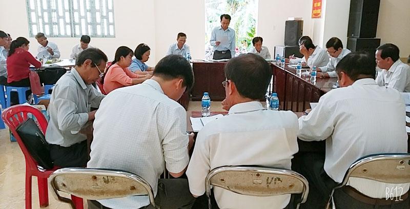 Quang cảnh buổi giám sát tại UBND xã Phú Túc