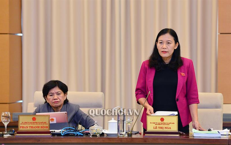 Chủ nhiệm Ủy ban Tư pháp Lê Thị Nga phát biểu