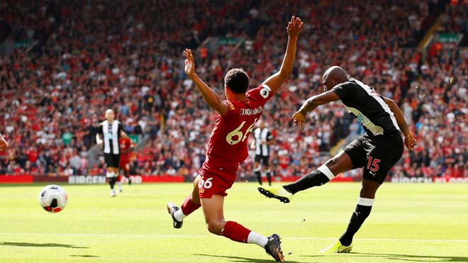 Willems mở tỷ số cho Newcastle. Ảnh: Reuters