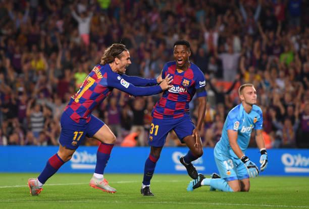 Tiền đạo trẻ Fati mở màn cho chiến thắng của Barca. Ảnh: Getty Images