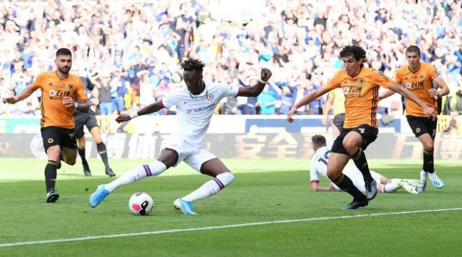 Tammy Abraham lập hat-trick, Chelsea đè bẹp Wolves ngay trên sân khách.