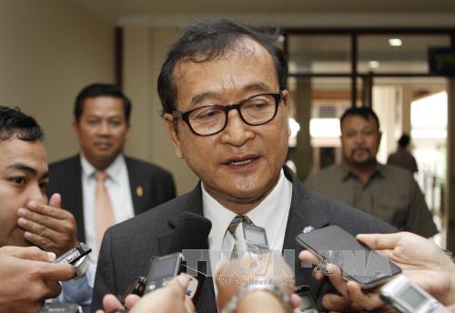 Ông Sam Rainsy trả lời phỏng vấn tại Phnom Penh hồi cuối năm 2014. Ảnh: AFP/TTXVN
