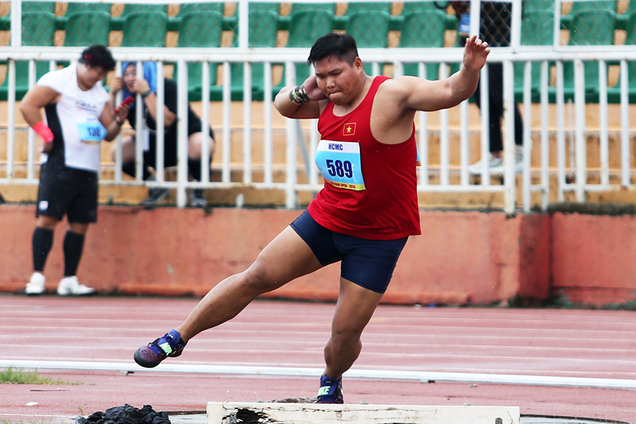 Vận động viên đẩy tạ Phan Thanh Bình
