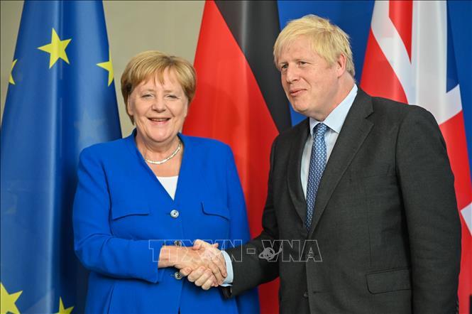 Thủ tướng Đức Angela Merkel (phải) và người đồng cấp Anh Boris Johnson tại cuộc gặp ở Berlin, Đức ngày 21-8-2019. Ảnh: THX/TTXVN