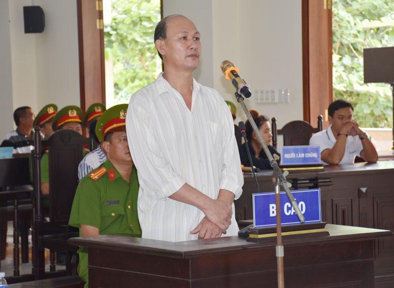 Bị cáo Nguyễn Văn Công Em tại phiên tòa xét xử