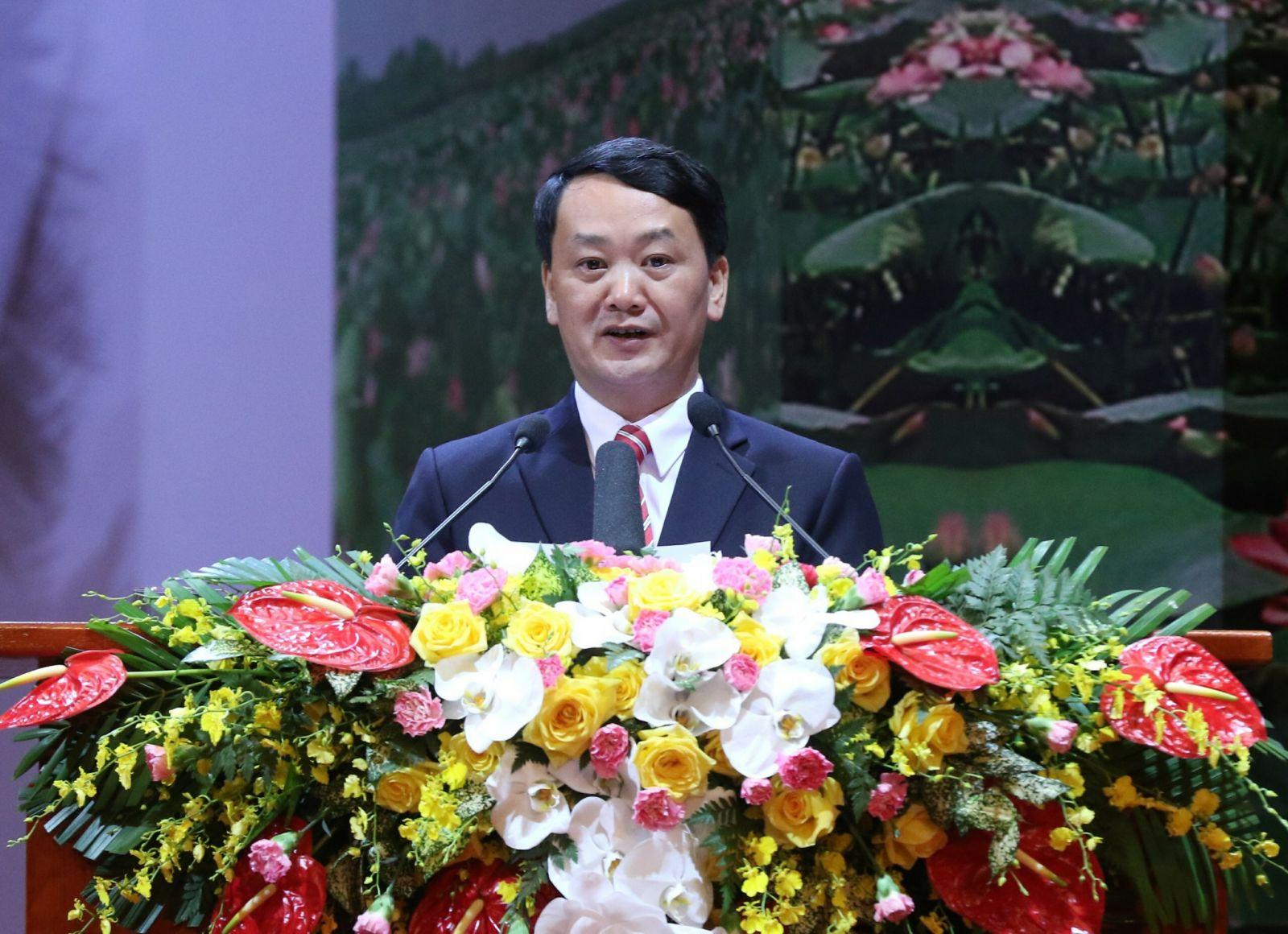 Phó chủ tịch - Tổng Thư ký Uỷ ban Trung ương MTTQ Việt Nam Hầu A Lềnh trình bày Báo cáo tại Đại hội. Ảnh: VGP/Nhật Bắc