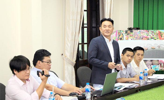 Đại diện nhà đầu tư phát biểu tại buổi làm việc.