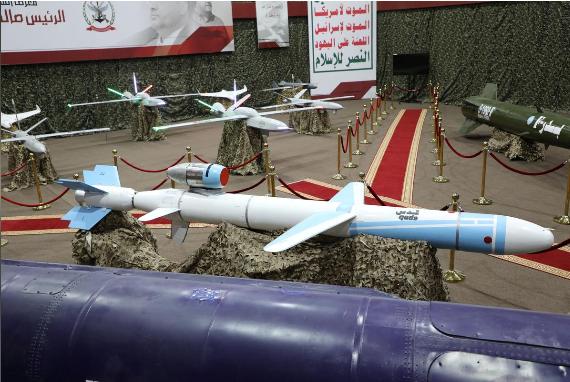 Tên lửa và máy bay không người lái tại một triển lãm ở Yemen. Ảnh: Reuters.