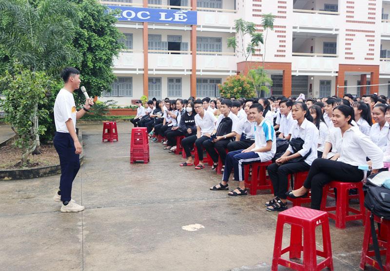 Học sinh tham gia chương trình giáo dục kỹ năng sống.