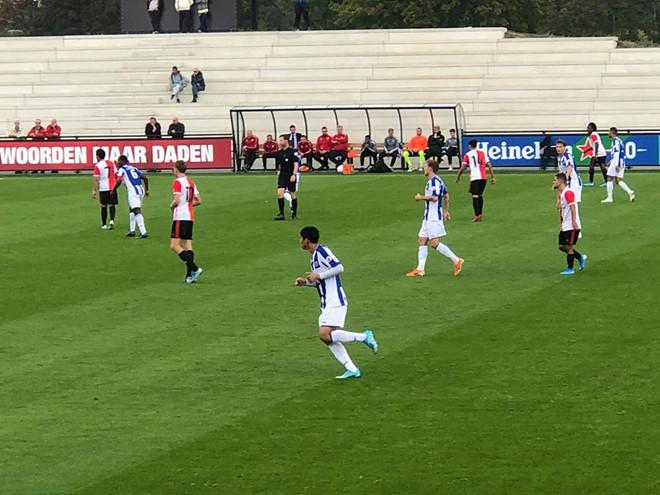 Văn Hậu thi đấu với đội trẻ Heerenveen.
