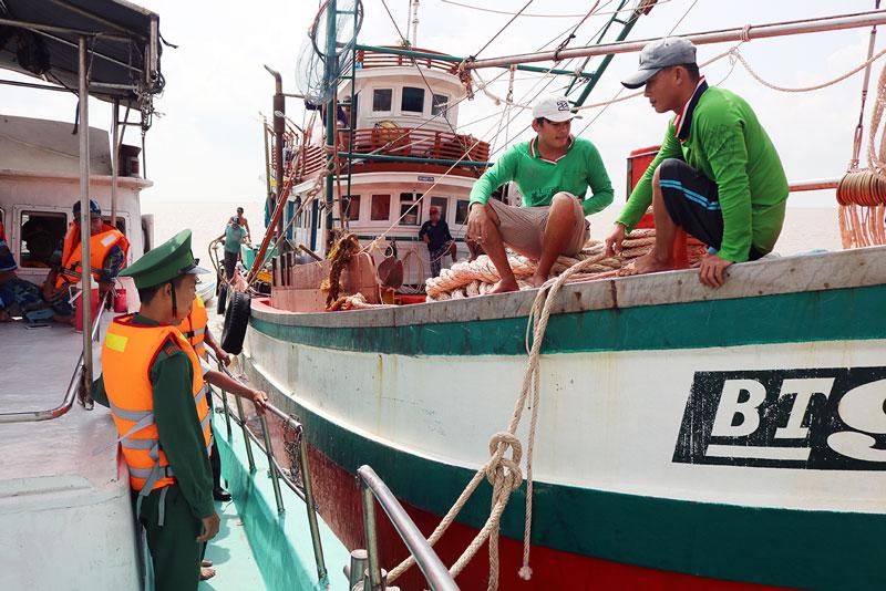 Tiếp tục lắp đặt thiết bị giám sát hành trình cho tàu cá.