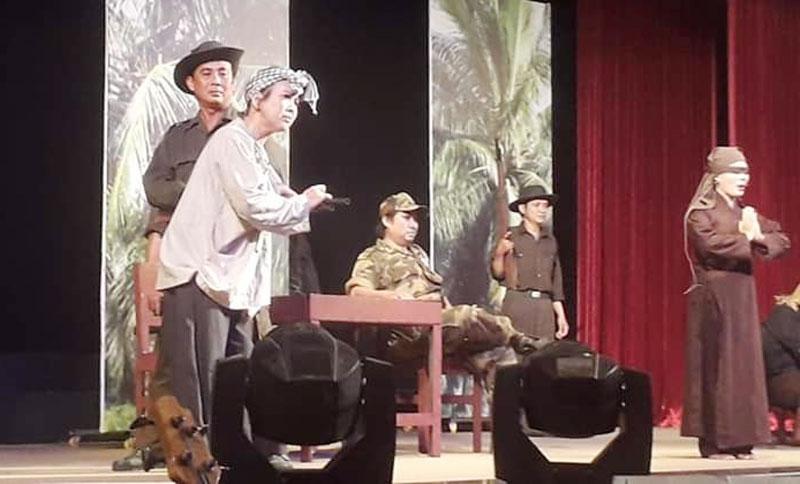 Đoàn Nghệ thuật cải lương Bến Tre lưu diễn tại Cà Mau. Ảnh: Thanh Hưng