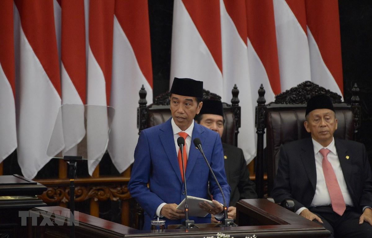 Tổng thống Indonesia Joko Widodo (thứ 2 phải) phát biểu tại cuộc họp Quốc hội ở Jakarta ngày 16-8-2019. Ảnh: AFP/TTXVN