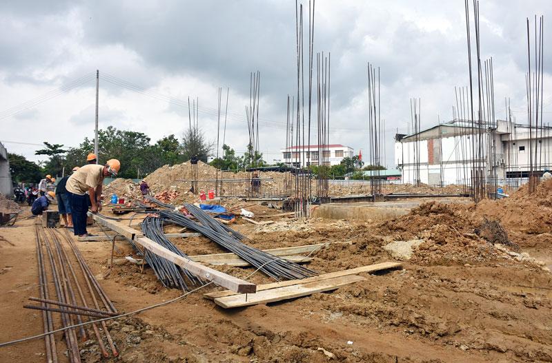 Công trình cải tạo nâng cấp cơ sở hạ tầng và trang thiết bị Bệnh viện Y học cổ truyền tỉnh Bến Tre đang thi công, dự kiến bàn giao vào đầu năm 2021.