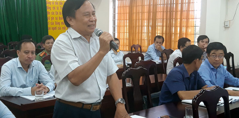 Đại biểu Sở Lao động Thương binh và Xã hội thắc mắc về quy định kiểm kê đất đai đối Cơ sở cai nghiện ma túy (BaTri) do sở quản lý. Ảnh: Phan Hân