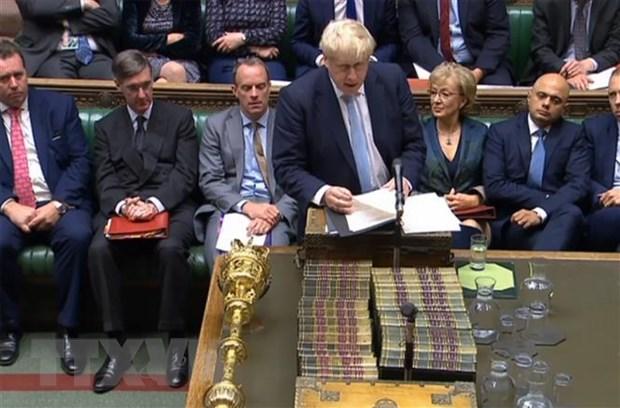 Thủ tướng Anh Boris Johnson (phía trước) phát biểu tại một phiên họp Hạ viện ở London. Nguồn: AFP/TTXVN