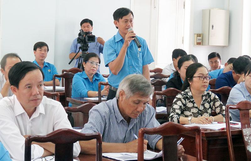 Đại biểu phát biểu tại hội thảo.
