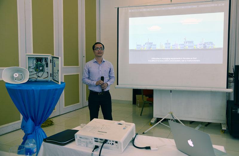 Ông Đặng Triều Dương - Trưởng phòng Kinh doanh Trung tâm công nghệ thông tin Mobifone giới thiệu giải pháp truyền thanh thông minh tại hội thảo.