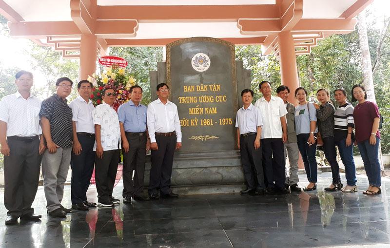 Đoàn cán bộ Dân vận của tỉnh tham quan Di tích lịch sử Ban Dân vận Trung ương Cục Miền Nam. Ảnh: Nguyễn Diễm