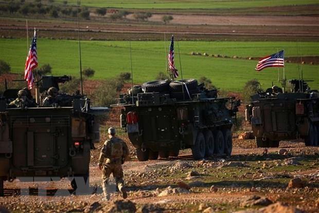 Đoàn xe quân sự Mỹ ở gần làng Yalanli, ngoại ô phía tây thành phố Manbij, Syria. (Ảnh: AFP/TTXVN)