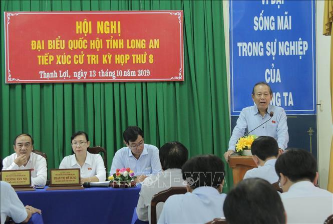 Phó Thủ tướng Thường trực Trương Hòa Bình phát biểu tại buổi tiếp xúc cử tri.