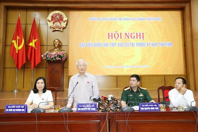 Tổng Bí thư, Chủ tịch nước Nguyễn Phú Trọng phát biểu tại buổi tiếp xúc cử tri quận Ba Đình, Hoàn Kiếm và Tây Hồ. Ảnh: TTXVN