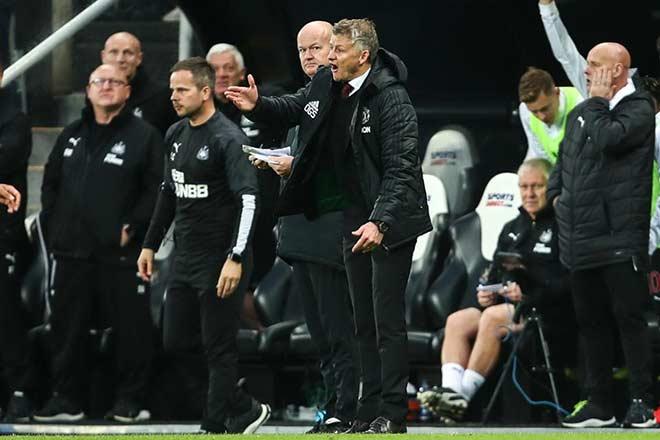 Solskjaer và các học trò có thể rơi xuống tận thứ 17 nếu thua Liverpool kết hợp với các kết quả khác.