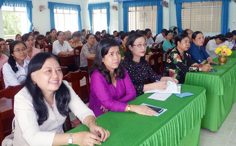 Đại biểu tham dự buổi họp mặt.