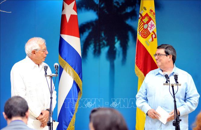 Bộ trưởng Ngoại giao Cuba Bruno Rodríguez và Bộ trưởng Ngoại giao, Liên minh châu Âu và Hợp tác của Tây Ban Nha Josep Borrell họp báo sau hội đàm. Ảnh: Vũ Hà/Pv TTXVN tại Cuba