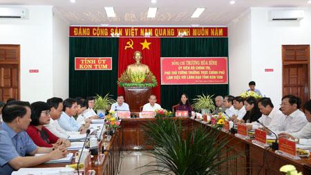 Phó Thủ tướng Thường trực Trương Hòa Bình làm việc với lãnh đạo chủ chốt tỉnh Kon Tum. Ảnh: VGP/Lê Sơn