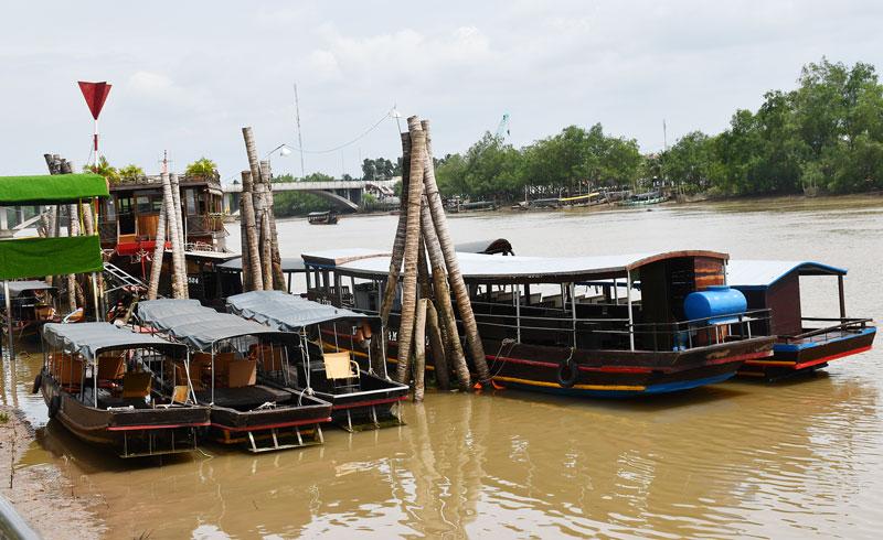 Bến tàu du lịch Hùng Vương (Phường 3, TP. Bến Tre) thường xuyên được kiểm tra đảm bảo an toàn cho du lịch.