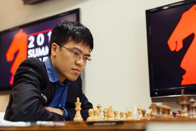 Quang Liêm tràn trề hy vọng giành thành tích cao khi chỉ kém nhóm dẫn đầu 1 trận thắng