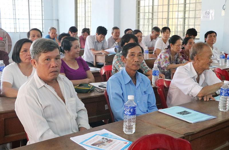 Người dân xã bãi ngang Thạnh Phú Đông (Giồng Trôm) cho biết, họ phấn khởi trước những chính sách tạo điều kiện cho con em đi làm việc ở nước ngoài.