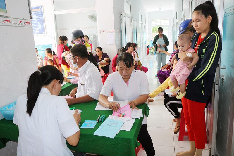 Thanh toán viện phí không dùng tiền mặt rút ngắn thời gian xếp hàng chờ của người bệnh.