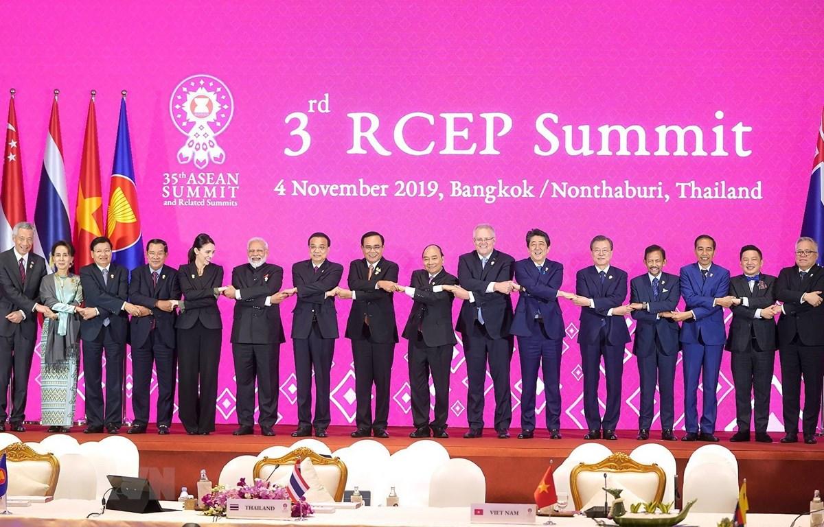Lãnh đạo các nước tham dự Hội nghị Cấp cao Hiệp định Đối tác Kinh tế Toàn diện Khu vực (RCEP) lần thứ 3. Ảnh: Thống Nhất/TTXVN