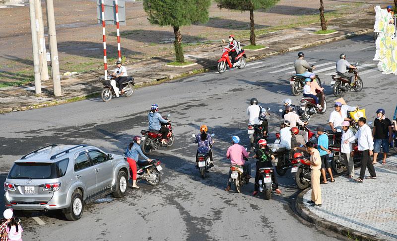 Tai nạn giao thông trên đoạn đại lộ Đồng Khởi, Phường 2, TP. Bến Tre. Ảnh: Hữu Hiệp