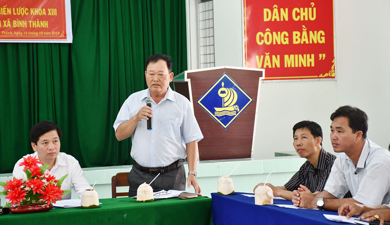 Bí thư Đảng ủy xã Đào Văn Hội trao đổi tại buổi học tập kinh nghiệm của đoàn cán bộ chiến lược Trung ương.