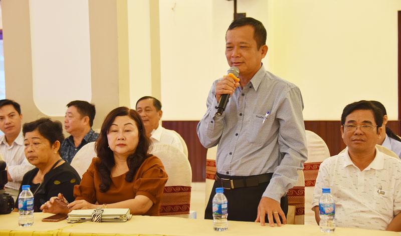 Nhà báo Trần Đông (huyện Châu Thành) phát biểu ý kiến tại chương trình. Ảnh: T. Đồng