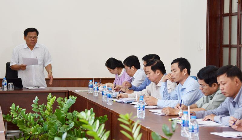 Ông Nguyễn Văn Quới - Trưởng ban Kinh tế - Ngân sách HĐND tỉnh phát biểu ý kiến tại buổi giám sát.