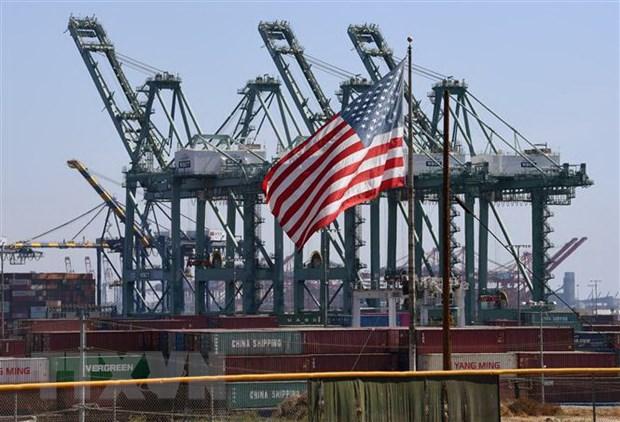Hàng hóa Trung Quốc chờ bốc dỡ tại cảng Long Beach ở Los Angeles, bang California, Mỹ. Nguồn: AFP/TTXVN