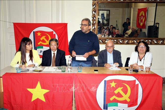 Bí thư Trung ương Đảng PCI phụ trách lĩnh vực giáo dục Luca Cangemi phát biểu tại sự kiện.